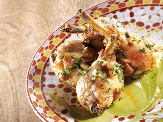 Muslos de pollo al ajillo, limón y cilantro