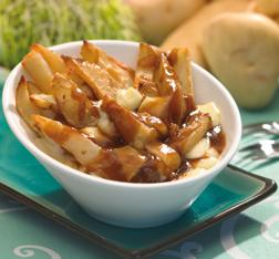 Revoltijo-de-patatas-fritas-y-salsa-de-carne
