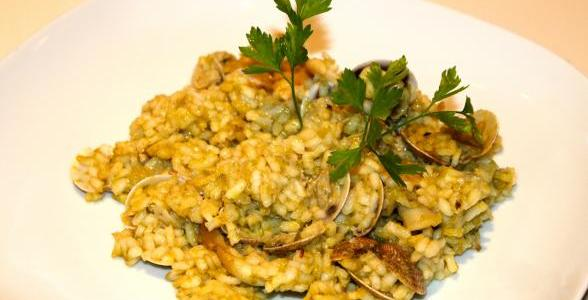 arroz con pimientos verdes y almejas